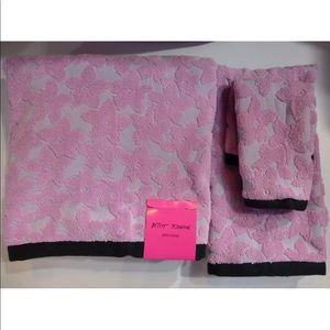 Betsey Johnson Lace Floral 3 Piece towel set